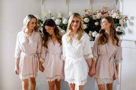 What Color and Design of Bridal Robes are the Right Choice?