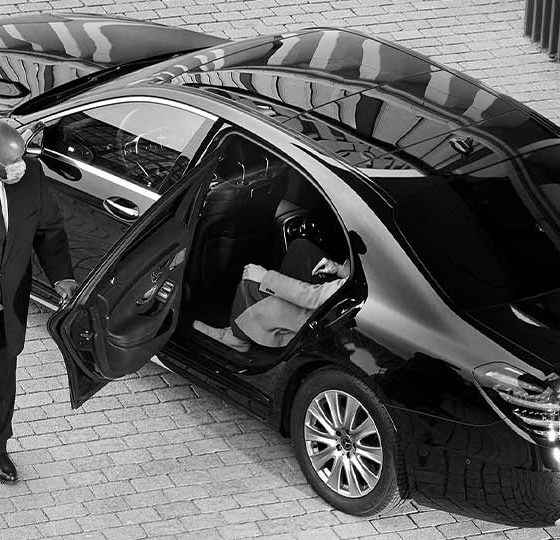 How to Find Private Chauffeur Services By Using the Internet